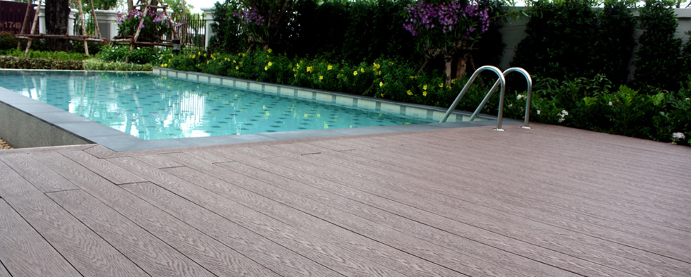 luxury-privacy-decking-01